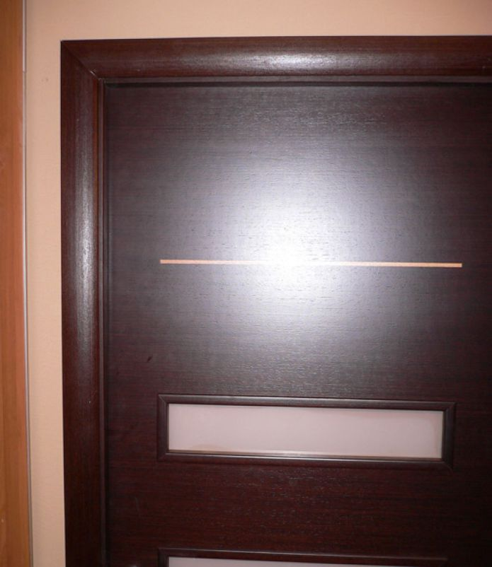 Do-it-yourself wooden door installation